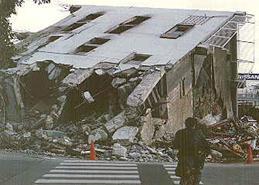 1階の崩壊により全体崩壊に至った建物の例